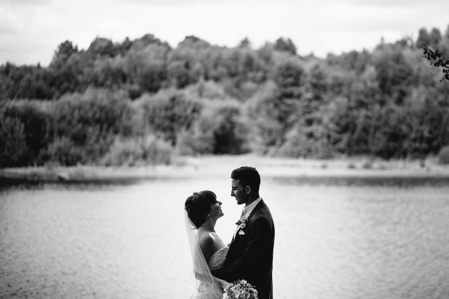 amazing picture of two lovers by a lake