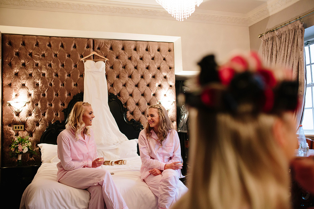 Two bridesmaids chat to each other.